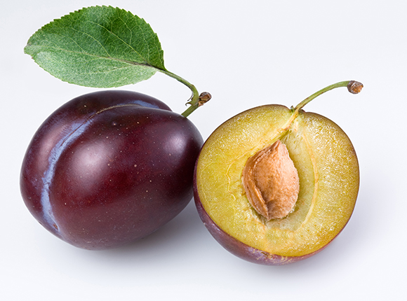 6 reasons why you should eat plenty of plums