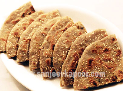 Bajre Ki Roti With Raw Banana Stuffing