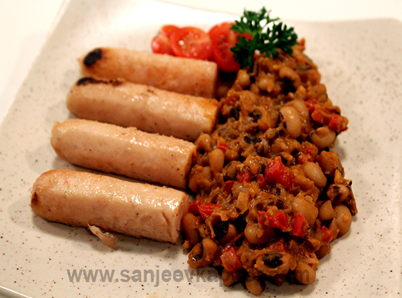 Beans Ragout with Grilled Sausages