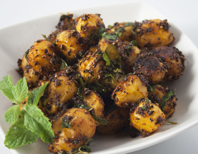How to make chatpate aloo recipe by masterchef sanjeev kapoor for more recipes related to chatpate aloo checkout achari aloo baby potatoes in spicy yogurt gravy chutneywale aloo aloo pyaaz tamatar forumfinder Images