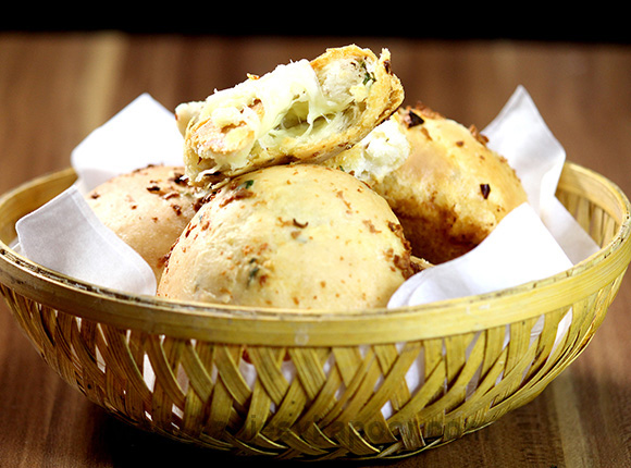 Cheesy Garlic Bombs