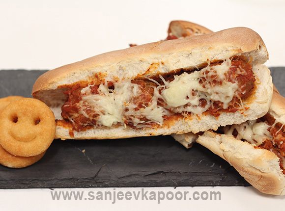 Cheesy Meatballs Hotdog