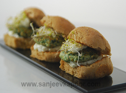 How to make chicken and spinach sliders recipe by masterchef how to make chicken and spinach sliders recipe by masterchef sanjeev kapoor forumfinder Images
