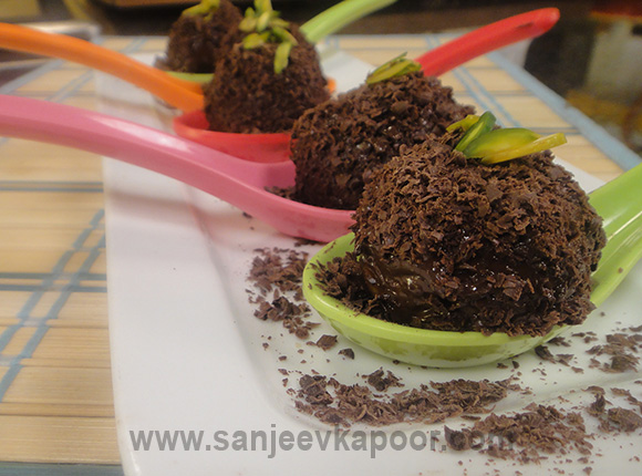 Chocolate and Cashew Laddoo