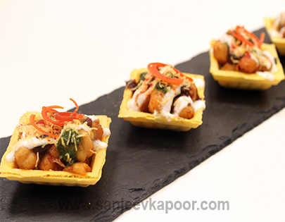 How to make chole canap s recipe by masterchef sanjeev kapoor for Where can i buy canape cups