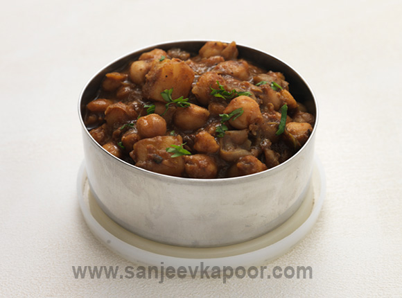 How to make chole recipe by masterchef sanjeev kapoor for more recipes related to chole checkout kale chholay palak chole jain punjabi chole chana pindi you can also find more main course vegetarian forumfinder Images