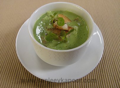 Cucumber Spinach Soup with Fennel Croutons