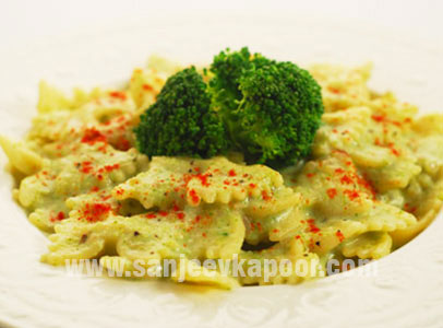 Farfelle in Creamy Broccoli Sauce