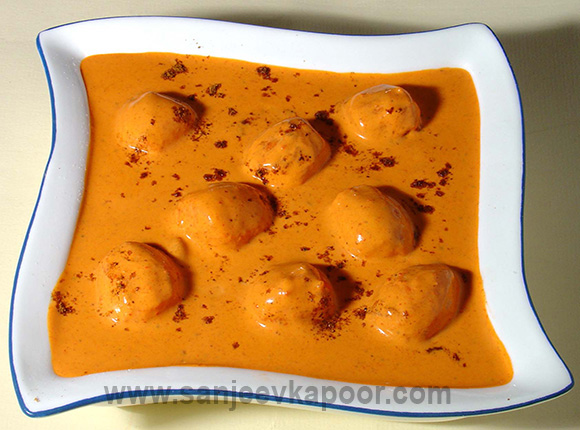 How to make kashmiri dum aloo recipe by masterchef sanjeev kapoor for more recipes related to kashmiri dum aloo checkout batata song aloo matar achari aloo baby potatoes in spicy yogurt gravy forumfinder Images