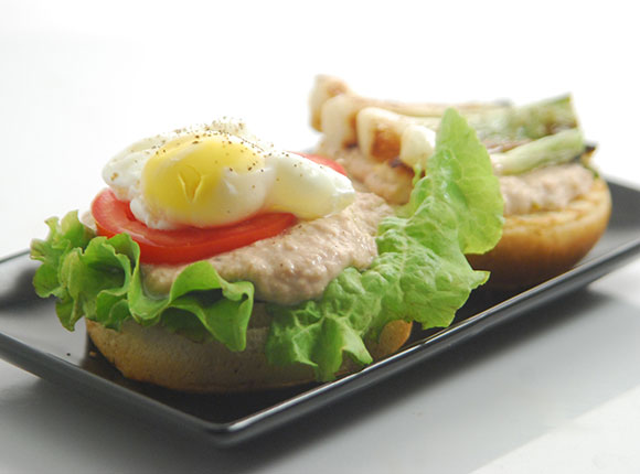Poached Egg Tuna Burger-Cook Smart