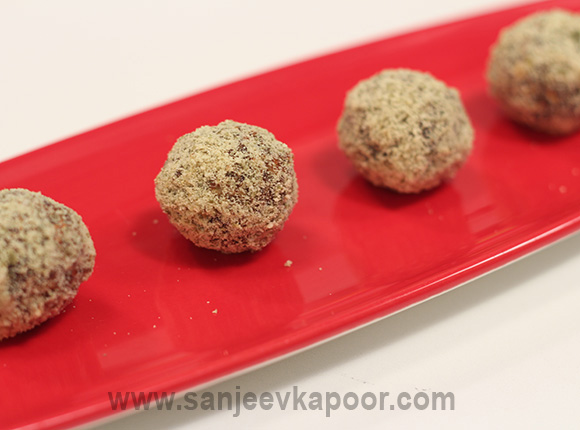 Pumpkin Seeds and Dates Balls