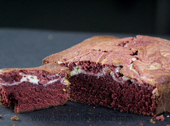 Red Velvet Cheese Cake Brownie