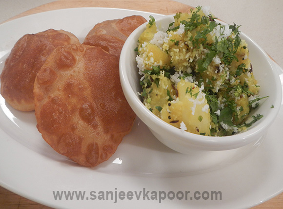 Sookha Aloo Sabzi with Puri