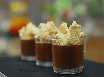 Spicy Chocolate Mousse with Crumble