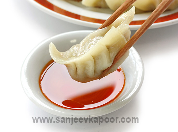 How to make steamed momos recipe by masterchef sanjeev kapoor steamed momos forumfinder Gallery