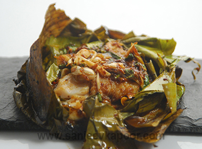 How to make thai fish in banana leaf recipe by masterchef sanjeev thai fish in banana leaf forumfinder Image collections