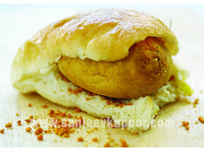 How to make vada pav recipe by masterchef sanjeev kapoor forumfinder Images