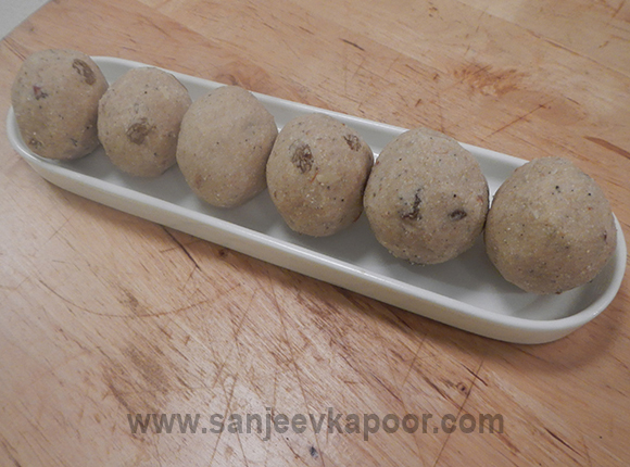 Wheat and Semolina Laddoos