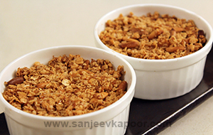 Blueberry Oats and Pinenuts Crumble