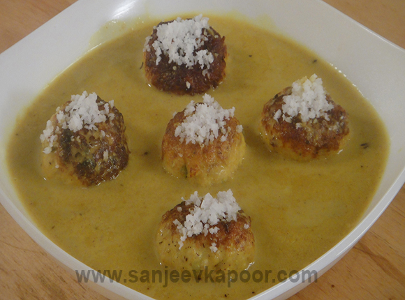 Chicken Meat Balls in Curried Coconut Sauce